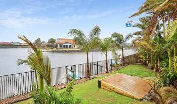 Accommodation Image for Lakeside Beach House