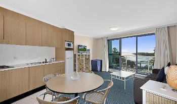 Accommodation Image for Oaks Waterfront Apartment