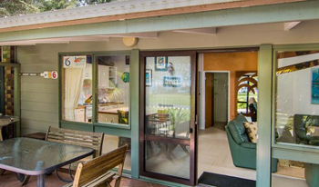Accommodation Image for Bongos Beach Bungalow