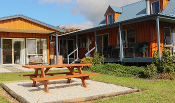 Accommodation Image for Buln Buln Cabins, House and