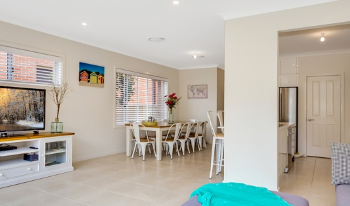 Accommodation Image for 4 bedroom 2 level house,