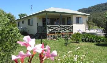 Accommodation Image for Big Bell Farm Cabins