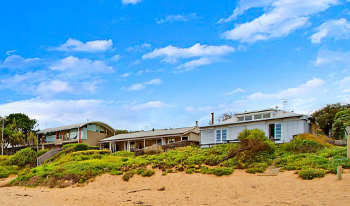 Accommodation Image for Absolute Beachfront Holiday