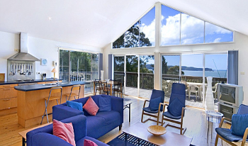 Accommodation Image for Modern House - Panoramic